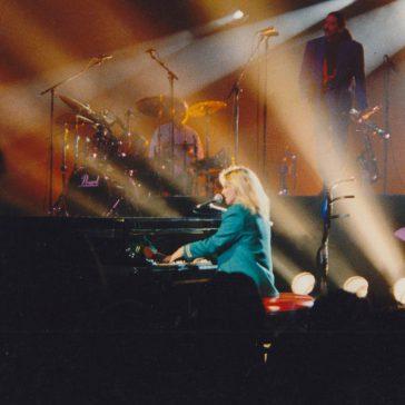 VERONIQUE SANSON –Siège de piano pour l'Olympia