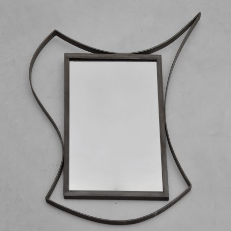 Miroir encadrement métal et volutes Prix :  480.00 €